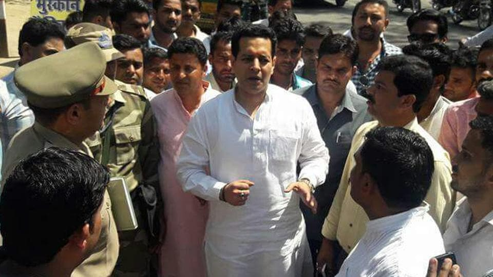 Political leaders allege that Saharanpur's BJP MP Raghav Lakhanpal allegedly led a mob and barged into the residence of Saharanpur SSP Luv Kumar.