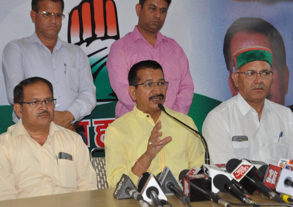 Former Uttarakhand Congress president Kishore Upadhyay (centre) has backed the demand for making Gairsain as the permanent capital of the hill state.