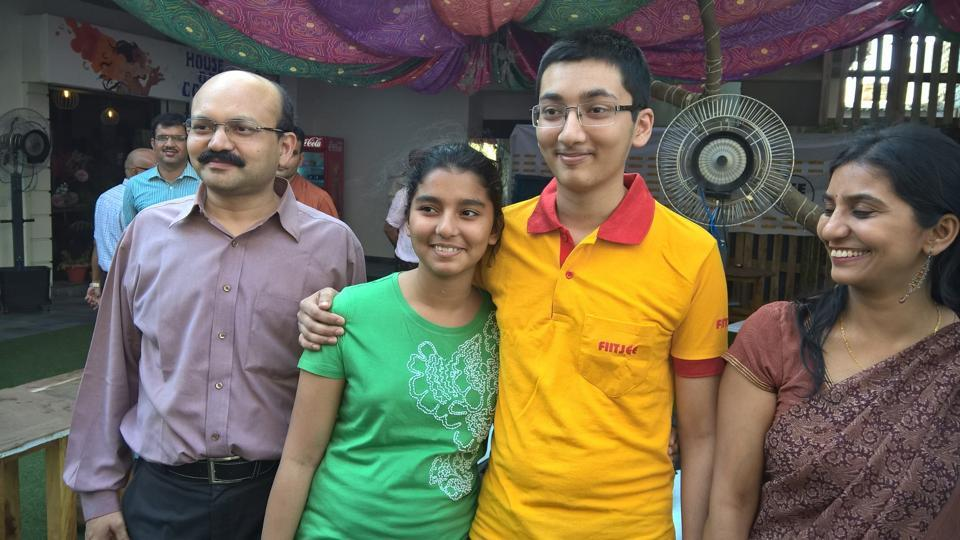 JEE Main 2017 AIR 43 rank holder Rohan Gupta with parents Rohit and Anamika and sister.