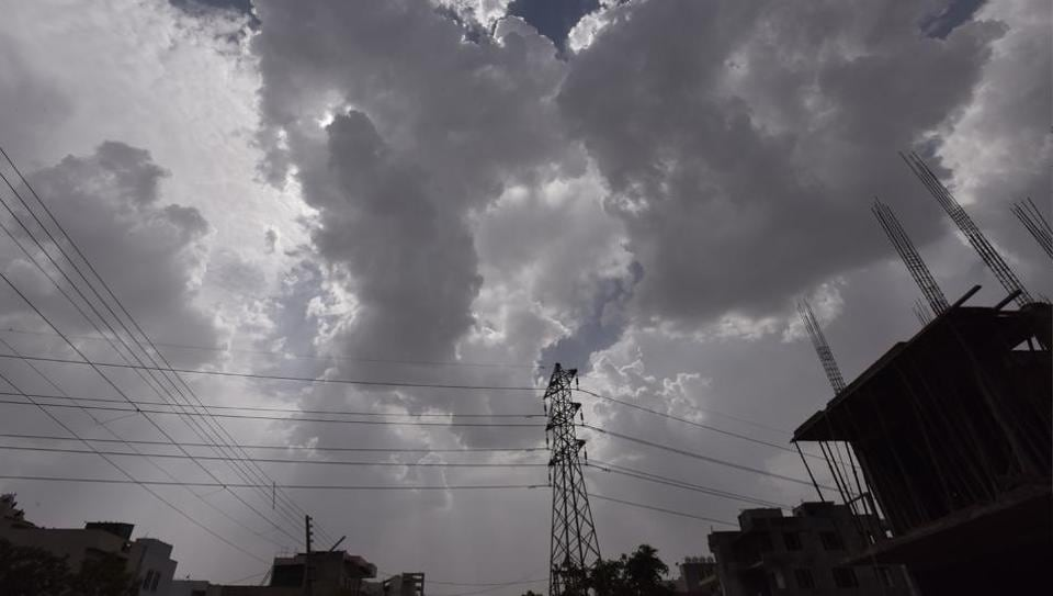 Gurgaon, India - April 26, 2017: Cloud over in the city on aftrenoon, in Gurgaon, India, on Wednesday, April 26, 2017. (Photo by Sanjeev Verma/ Hindustan Times)