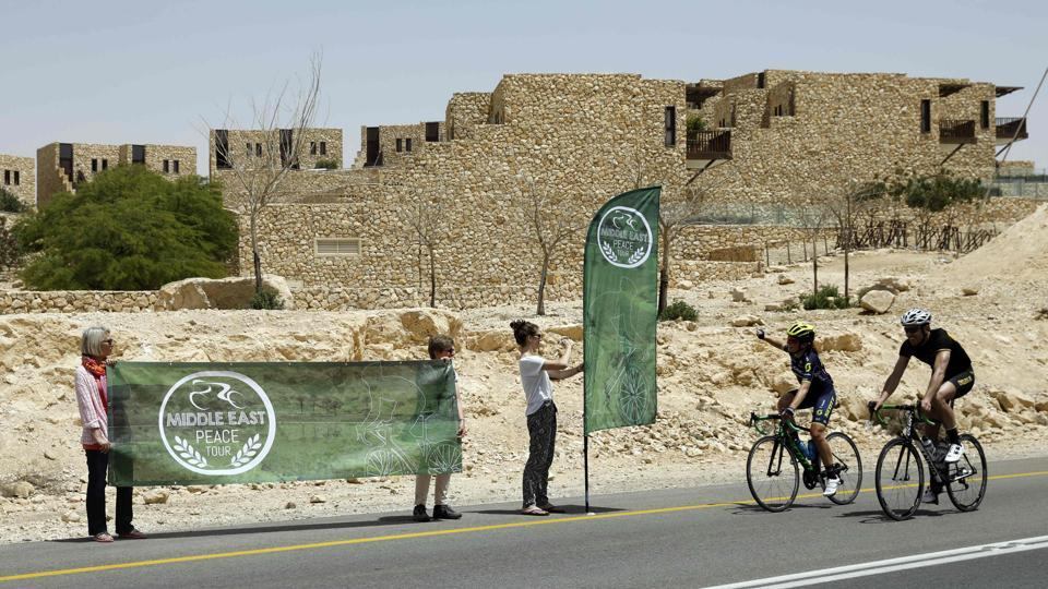 Foreign and Israeli cyclists arrive at the town of Mitzpe Ramon in the southern Israeli Negev desert, during the fourth day of the Middle East Peace Tour. (MENAHEM KAHANA / AFP)
