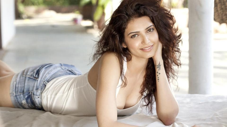 Actor Karishma Tanna has bagged a cameo in Sanjay Dutt's biopic starring Ranbir Kapoor.