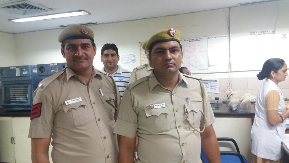 Delhi Police play good cop, bad cop on alleged miscreant