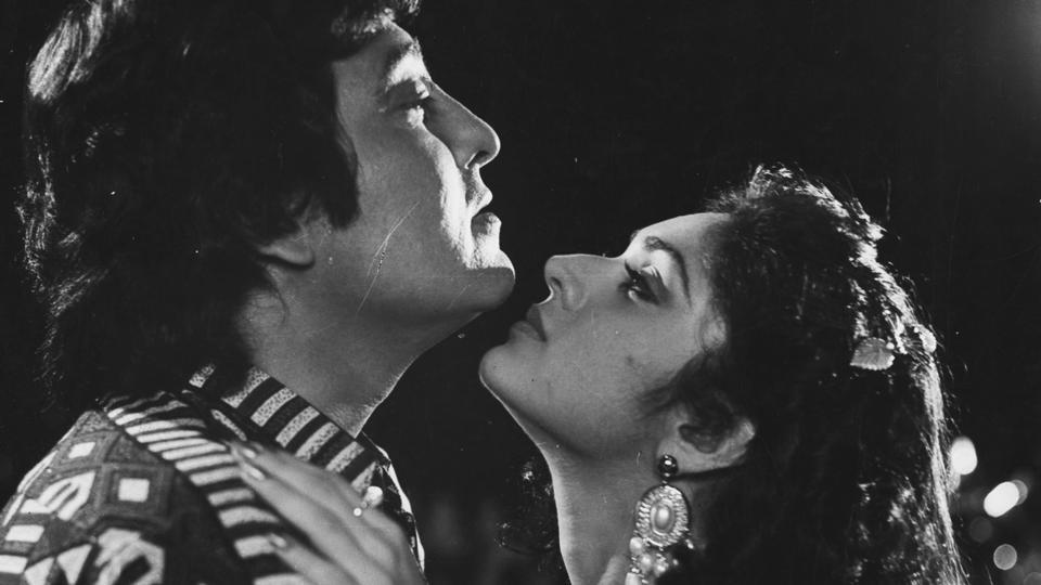 Vinod Khanna with Meenakshi Seshadri in KC Bokadia's Police Aur Mujrim in 1992. (HT Photo)