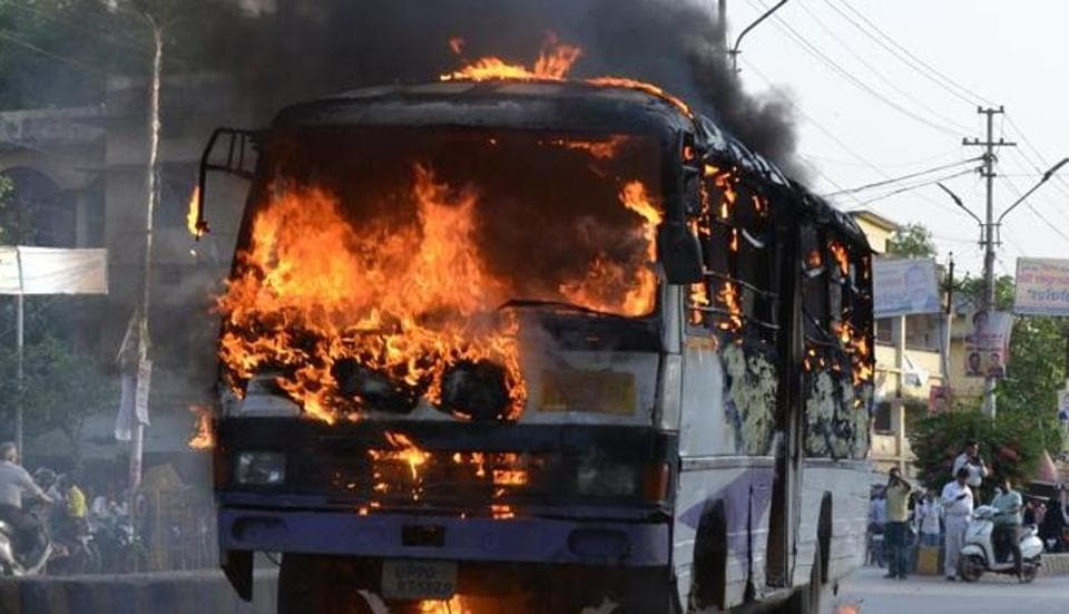 Allahabad University,Students protest,Vehicles torched