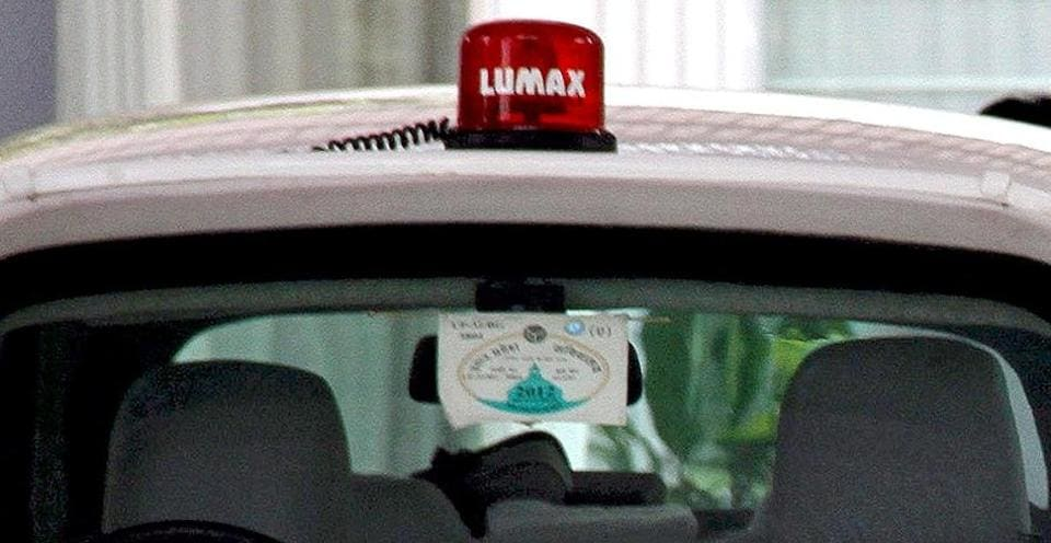 The Bihar government won't  enforce the centre's decision to ban beacon lights fitted atop VIP vehicles.