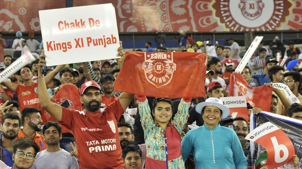 Fans enjoying the IPL match between Kings XI Punjab and Sunrisers Hyderabad at PCA Stadium in Mohali on Friday night. (Ravi Kumar/HT)
