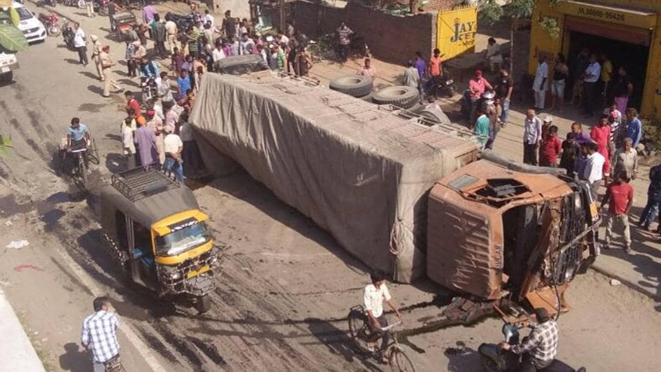 truck accident,truck fall,flyover