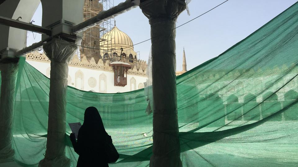 An Egyptian muslim woman walks after prayer in Al-Azhar mosque as restoration work is conducted ahead of Pope Francis' visit in Cairo, Egypt . (Amr Abdallah Dalsh/REUTERS)