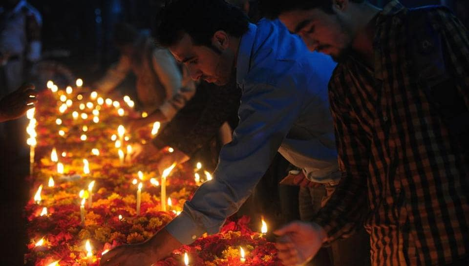 Pakistani Shia Muslims light candles during a vigil in Karachi on February 14, 2017, to pay tribute to the victims of a suicide bombing in Lahore. Pakistanis mourned the victims of a Taliban-claimed suicide bomb in Lahore which killed more than a dozen people as the city's residents railed at the government for failing to protect them.