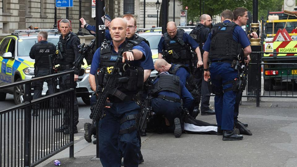 Earlier on Thursday, British police arrested a man who was carrying knives in Whitehall near Parliament in central London.