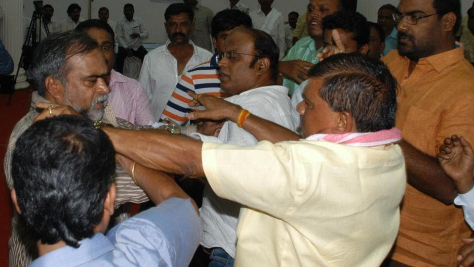 """Scuffle breaks out between supporters of KS Eshwarappa and BS Yeddyurappa during the """"Save Party Organisation"""" conference organised by Sangoli Rayanna Brigade at Palace Grounds, in Bengaluru on April 27."""