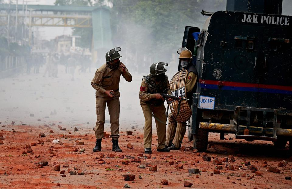 Representative Image: A police official said the grenade exploded on the roadside, resulting in injuries to the policemen and the civilian.