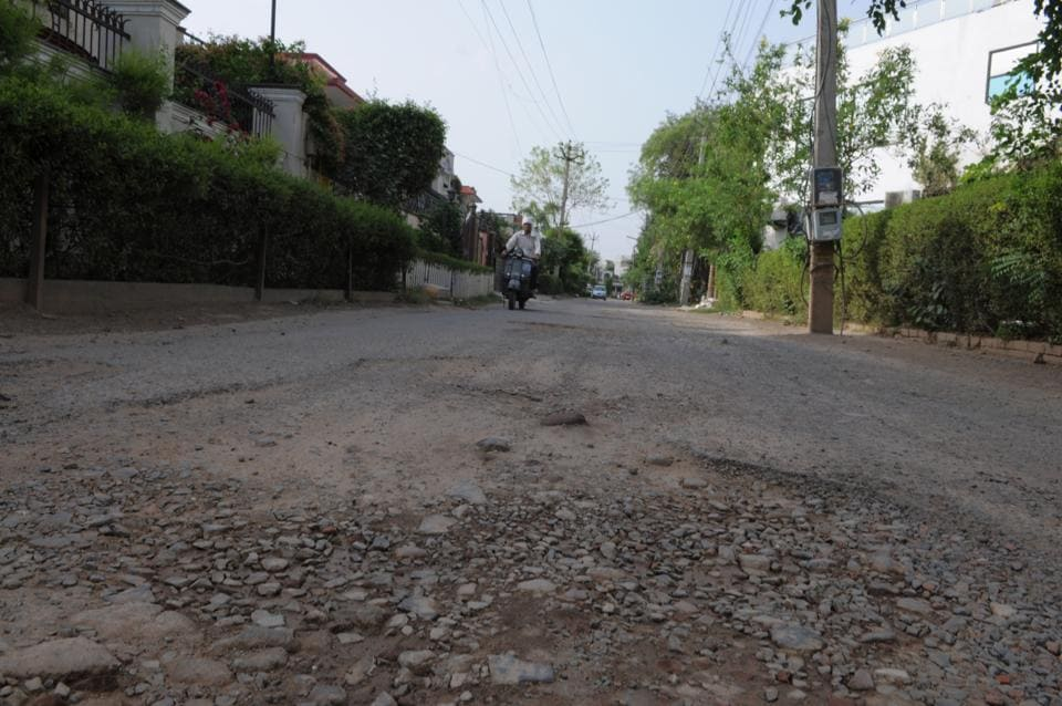 Potholes,Bad Road,Sector 21 and 22