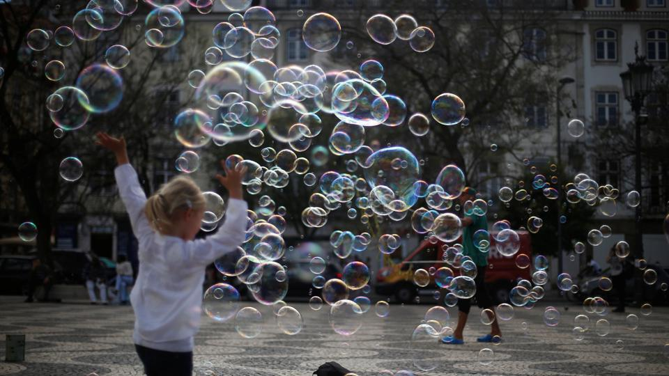 A street artist performs with soap bubbles at Rossio square in downtown Lisbon, Portugal April 28, 2017. (Rafael Marchante / REUTERS)