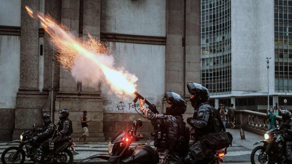 The military police shoot against protesters during the nationwide strike called by unions opposing austerity reforms in Rio de Janeiro, Brazil, on April 28, 2017. Major transportation networks schools and banks were partially shut down across much of Brazil on Friday in what protesters called a general strike against austerity reforms in Latin America's biggest country. (YASUYOSHI CHIBA / AFP)