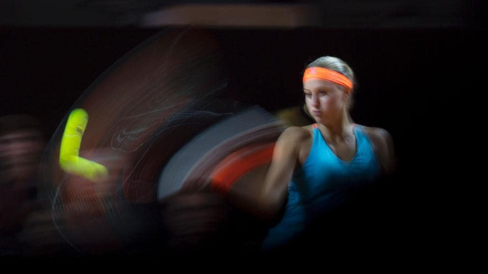 France's Kristina Mladenovic in action against Spain's Carla Suarez Navarro during their quarterfinal match at the WTA Tennis Grand Prix in Stuttgart, south-western Germany, on April 28, 2017. (THOMAS KIENZLE / AFP)