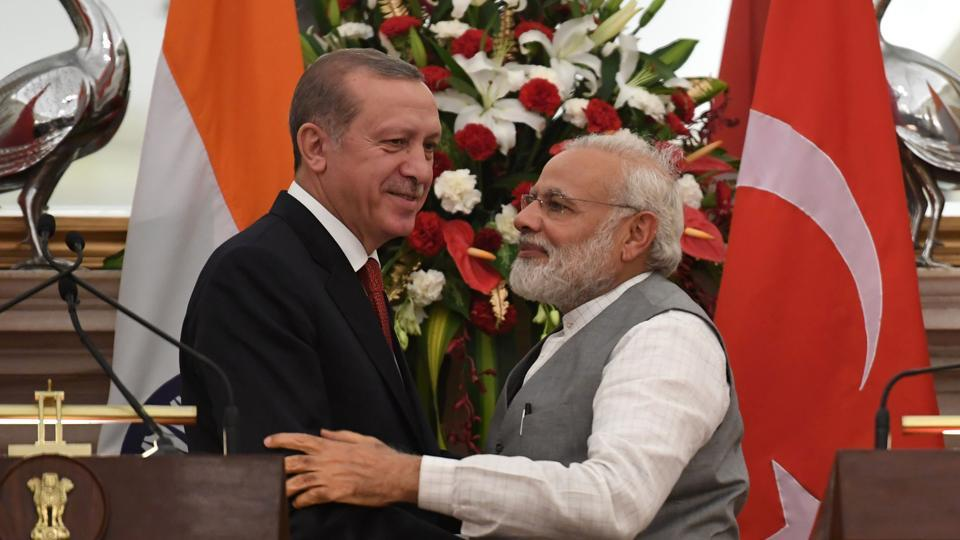 Turkish President Recep Tayyip Erdogan (left) and Indian Prime Minister Narendra Modi after an exchange of agreements during a joint press conference in New Delhi on Monday.