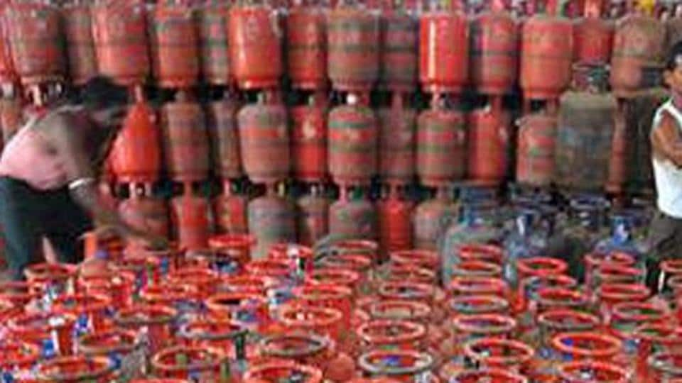 LPG price in Delhi was hiked by Rs 1.87 per 14.2-kg cylinder to Rs 442.77 per bottle, according to state-owned oil firms.