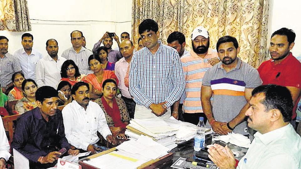 Parents and representatives of the DPSG PalamVihar school management met SDM (north) Bharat Bhushan Gogia at his office.