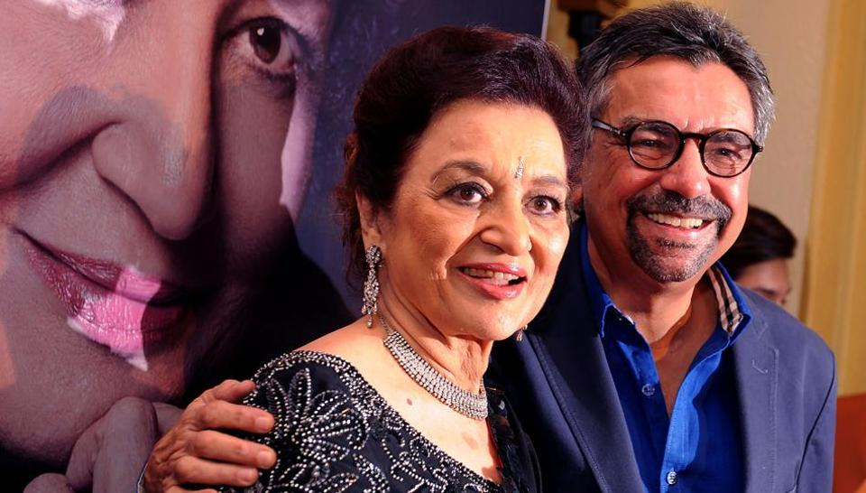 Asha Parekh attends the launch of her autobiography The Hit Girl written with Khalid Mohammed (R) in Mumbai on April 10, 2017.