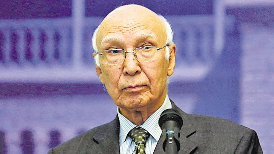 Sartaj Aziz, Pakistani Prime Minister Nawaz Sharif's adviser on foreign affairs, speaks during a news conference in Kabul.
