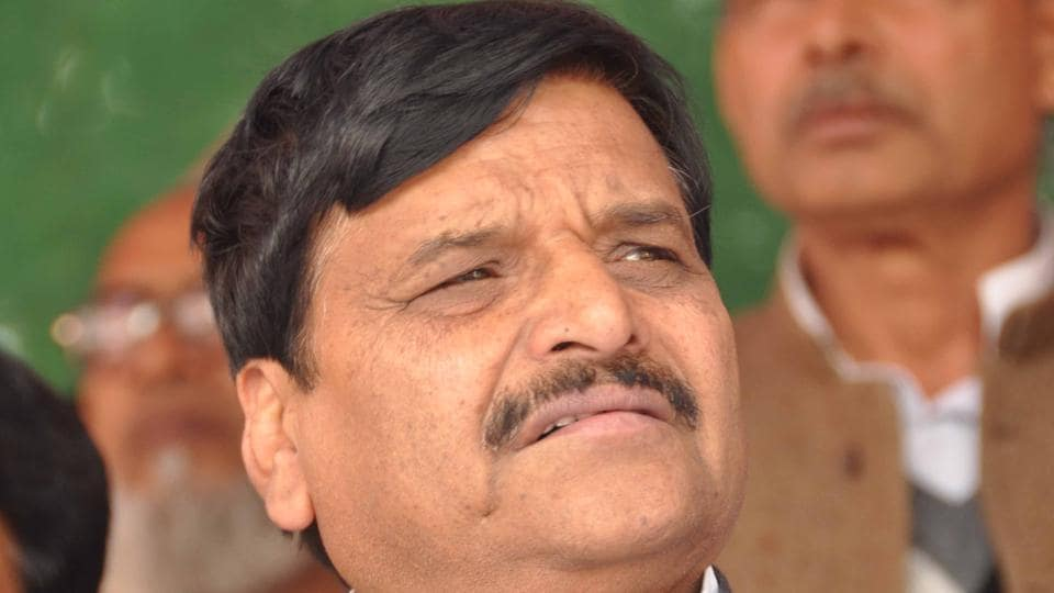 """Shivpal cautioned the """"Samajwadi people"""" to mend their ways or he would float a secular front."""