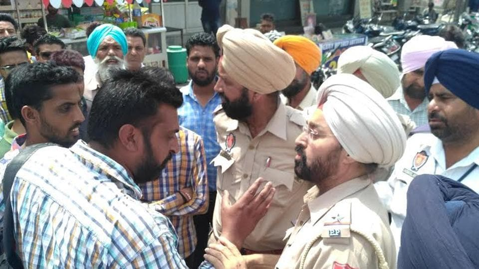 People and policemen arguing over the 'slapping' incident in Sangrur on Tuesday.