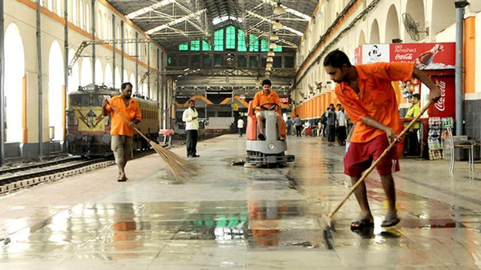 The survey found railway station surroundings entirely clean in 185 cities.