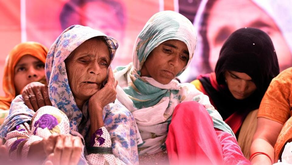 Anguri Begum, mother of Pehlu Khan sitting on Dharna demanding justice for Alwar victim, at Jatnar Mantar in New Delhi.