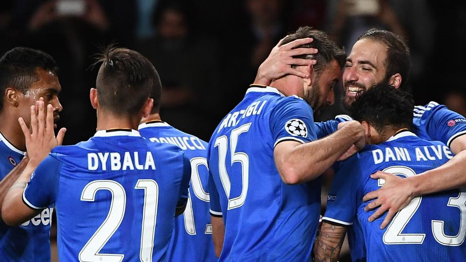 Juventus' Argentinian forward Gonzalo Higuain (R) celebrates with teammates after scoring during the UEFA Champions League semi-final first leg against Monaco.
