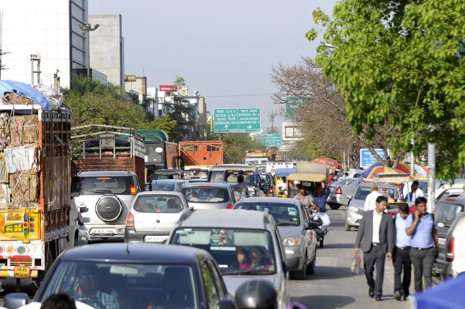 Noida,Logix Mall,Traffic