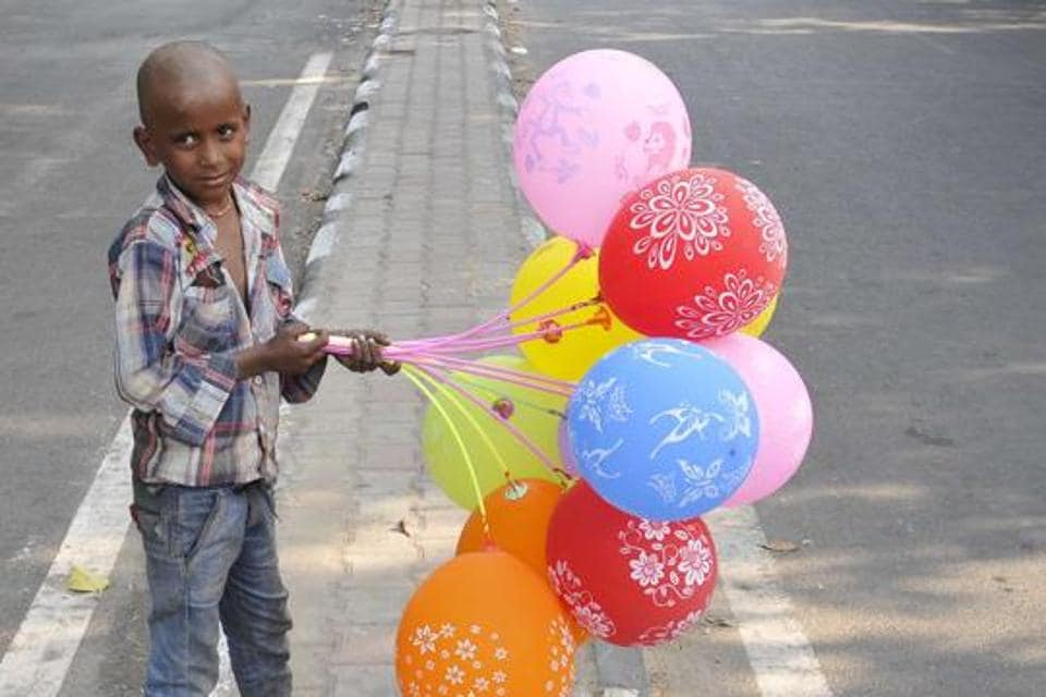 A child selling balloons  at sector 34-35 light point, Chandigarh.