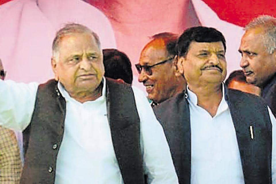 Samajwadi Party founder Mulayam Singh Yadav with his brother Shivpal Singh Yadav. The latter has raised a banner of revolt by forming the Samajwadi Secular Morcha.