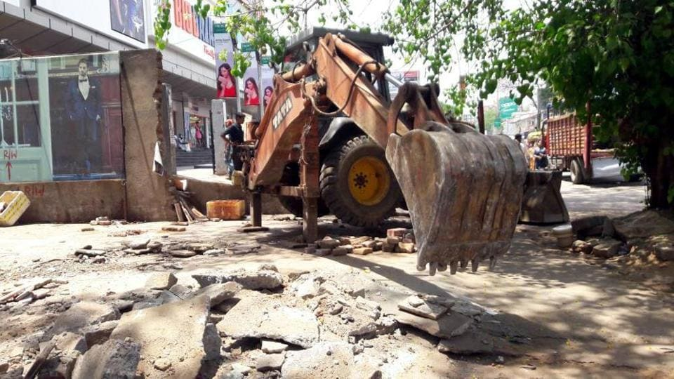 Illegal construction on a piece of gifted land being demolished by Ranchi Municipal Corporation