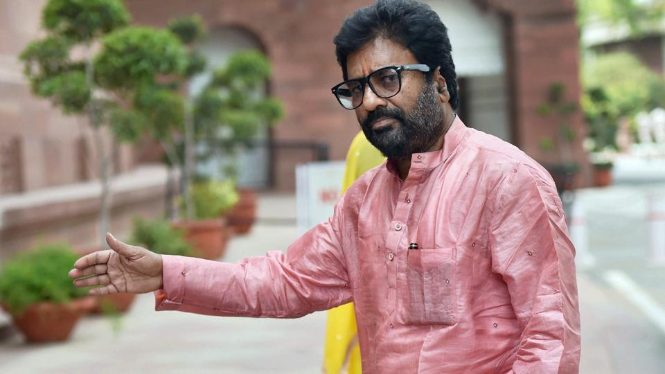 Shiv Sena MP,Air India employee beaten,Ravindra Gaikwad
