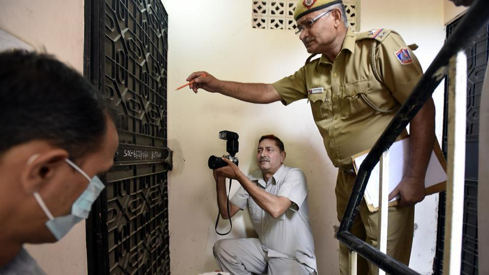 Many Delhi police photographers still don't use digital camera. Sanjeev Kumar of the Delhi police on assignment. (Raj K Raj/HT PHOTO)