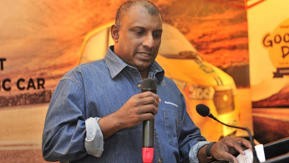 Aravinda de Silva  will step down from his role as chairman of cricket committee in Sri Lanka Cricket.