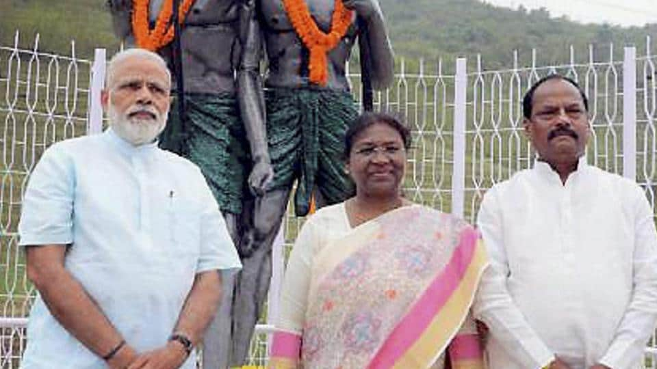 A file picture showing Prime Minister Narendra Modi along with Jharkhand governor Droupadi Murmu and chief minister Raghubar Das in Sahibganj in April. The BJP governments in the state and the Centre have come under attack from tribals, and appointing Murmu as President could help win back their support.