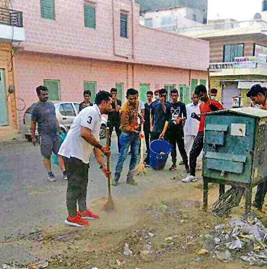 Barmer civic body councillor Badal Singh, along with other volunteers, cleans garbage in his ward.