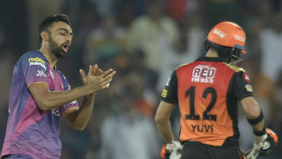 Sunrisers Hyderabad (SRH) will be hoping to quickly forget the disappointing loss against Rising Pune Supergiants, who were powered by Jaydev Unadkat's (left) five wicket haul. SRH, who have to win the remaining two matches, face table-toppers Mumbai Indians (MI), the first team to qualify for the Indian Premier League (IPL) play-offs.