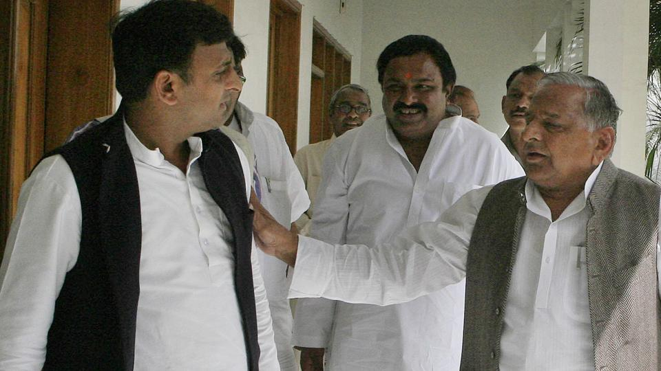 Akhilesh expels five SP men, including Shivpal loyalists