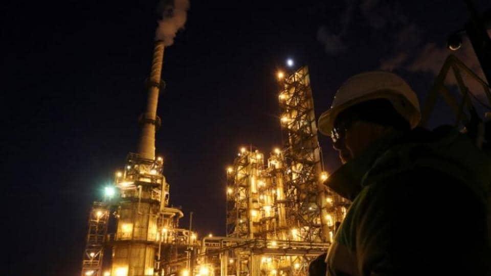Oil drops as OPEC loses control of narrative