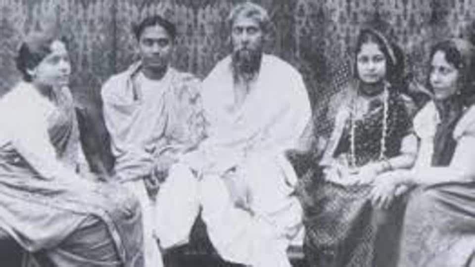 An archival photo of the Tagore family: (on left) Son Rathindranath and youngest daughter Meera; (on right) daughter-in-law Protima and eldest daughter Madhurilata