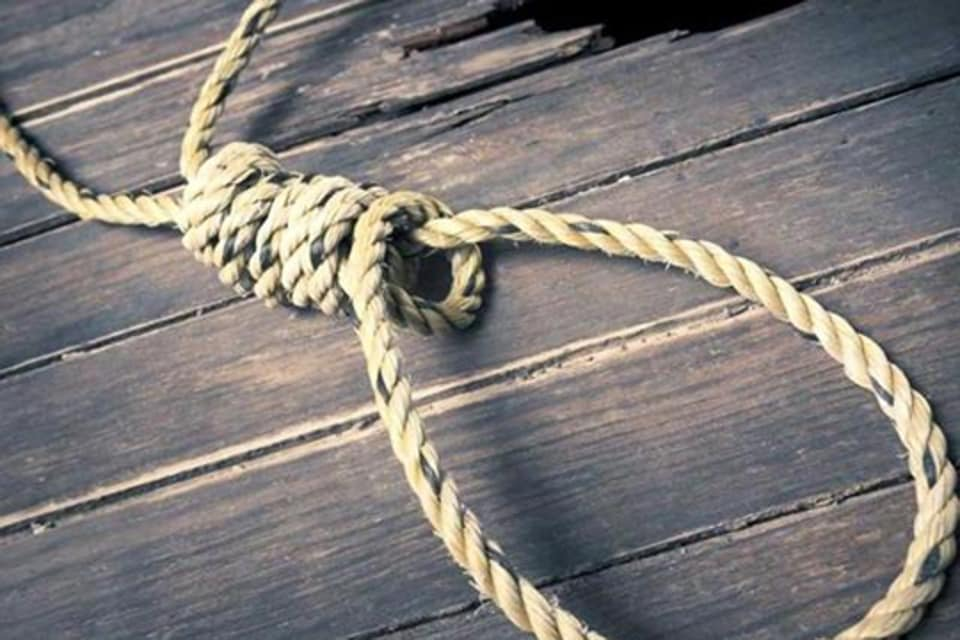 BDS student,Suicide,Hanged