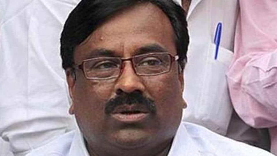 Sudhir Mungantiwar will meet Sena chief Uddhav Thackeray at his Bandra residence, Matoshree, today.
