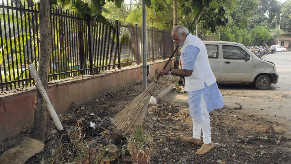 Narendra Modi at the Mandir Marg police station after launching Swachh Bharat campaign.