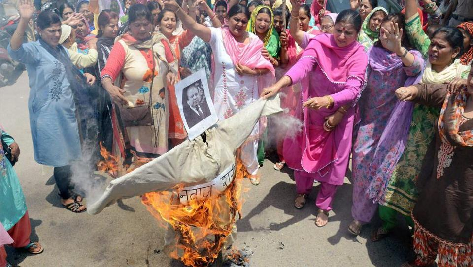 Mahila Congress activists protesting against the beheading of two Indian soldiers, in Jammu on May 5.