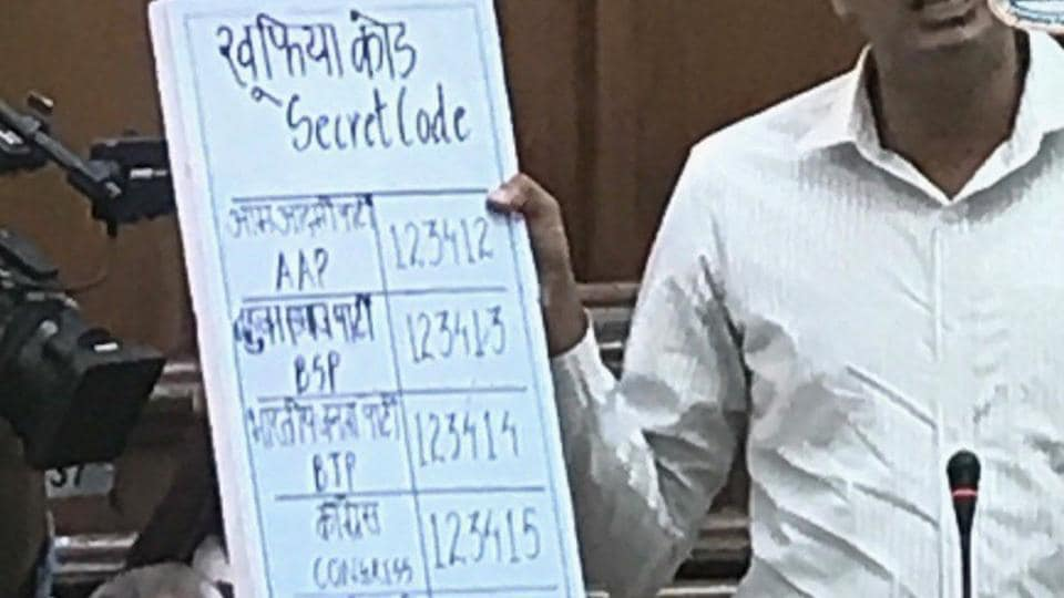 AAP MLA Saurabh Bhardwaj showing the 'secret coding' with which he claimed an EVM can be rigged.