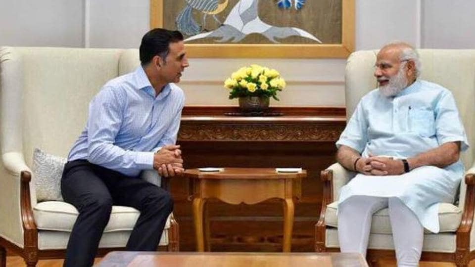 Actor Akshay Kumar shared this happy picture with PM Narendra Modi.